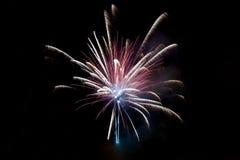 σκοτεινός χαιρετισμός πυροτεχνημάτων σχεδίου καρτών ανασκόπησης Στοκ Φωτογραφία