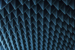 Σκοτεινό γκρίζο τριγωνικό λάστιχο αφρού σύστασης ακουστικό Στοκ Εικόνα