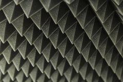 Σκοτεινό γκρίζο τριγωνικό λάστιχο αφρού σύστασης ακουστικό Στοκ εικόνα με δικαίωμα ελεύθερης χρήσης