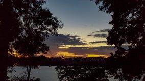 Σκοτεινό ηλιοβασίλεμα και σκιαγραφίες Arrowhead λιμνών, νότια Καλιφόρνια Στοκ εικόνες με δικαίωμα ελεύθερης χρήσης