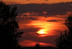 σκοτεινό ηλιοβασίλεμα Στοκ φωτογραφία με δικαίωμα ελεύθερης χρήσης