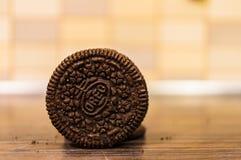 Σκοτεινό μπισκότο Oreo στοκ εικόνα με δικαίωμα ελεύθερης χρήσης