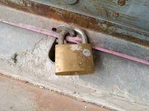 Σκοτεινό χρυσό κύριο κλειδί στοκ φωτογραφίες με δικαίωμα ελεύθερης χρήσης