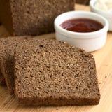 Σκοτεινό ψωμί σίκαλης Pumpernickel Στοκ εικόνα με δικαίωμα ελεύθερης χρήσης