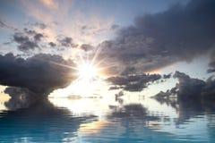 σκοτεινό ύδωρ θύελλας αντανάκλασης Στοκ Εικόνα