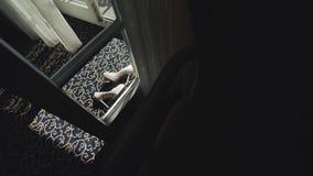 Νυφικά παπούτσια Σκουλαρίκια στα νυφικά παπούτσια Εξαρτήματα για τη νύφη φιλμ μικρού μήκους