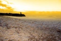 Σκουπίζοντας κύματα του αφρού που συντρίβουν στην παραλία Ballybunion Στοκ Φωτογραφία