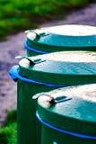 3 σκουπιδοτενεκή σε μια σειρά στοκ εικόνα με δικαίωμα ελεύθερης χρήσης