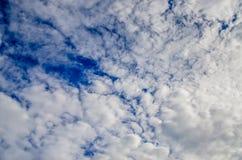 Σκουπισμένα αέρας σύννεφα Στοκ φωτογραφία με δικαίωμα ελεύθερης χρήσης