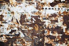 Σκουριά και σχισμένες αφίσες εγγράφου Στοκ φωτογραφία με δικαίωμα ελεύθερης χρήσης