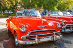 Σκουριασμένα αλλά ακόμα όμορφα εκλεκτής ποιότητας αυτοκίνητα στην παλαιά Αβάνα, Κούβα Στοκ Εικόνες
