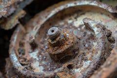 Σκουριασμένα καρύδι και μπουλόνι στην υδραντλία στοκ εικόνα με δικαίωμα ελεύθερης χρήσης