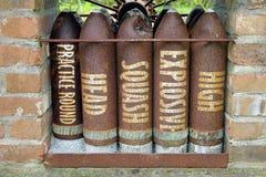 Σκουριασμένα παλαιά επικεφαλής HESH υψηλών εκρηκτικών υλών κοχύλια δεξαμενών κολοκύνθης στοκ φωτογραφία με δικαίωμα ελεύθερης χρήσης