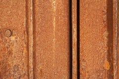 Σκουριασμένα πιάτα σιδήρου φράκτης σιδήρου σκουριάς στοκ φωτογραφία