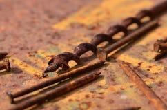 Σκουριασμένα τρυπάνι και καρφιά Στοκ φωτογραφία με δικαίωμα ελεύθερης χρήσης