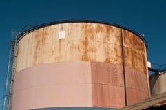 σκουριασμένες δεξαμενές πετρελαίου Στοκ Εικόνες
