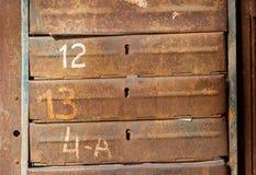 Σκουριασμένες ταχυδρομικές θυρίδες μετάλλων στοκ εικόνες