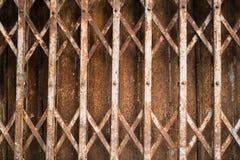 Σκουριασμένη γλιστρώντας πύλη χάλυβα Στοκ εικόνες με δικαίωμα ελεύθερης χρήσης