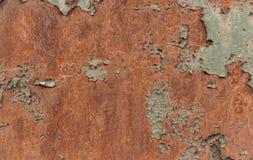 Σκουριασμένη καφετιά σύσταση σιδήρου, πράσινος παλαιός φράκτης με το χρώμα αποφλοίωσης Κατασκευασμένη ταπετσαρία για το σχέδιο στοκ φωτογραφία με δικαίωμα ελεύθερης χρήσης
