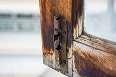 Σκουριασμένη κλειδαριά στο παράθυρο Στοκ Φωτογραφίες