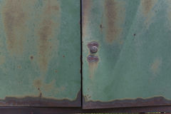 Σκουριασμένη μεταλλική πράσινη πόρτα Στοκ Φωτογραφίες