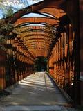 Σκουριασμένη παλαιά γέφυρα σιδηροδρόμων Στοκ φωτογραφία με δικαίωμα ελεύθερης χρήσης