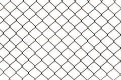 Σκουριασμένη περίφραξη συνδέσεων αλυσίδων που απομονώνεται στο άσπρο υπόβαθρο Στοκ Εικόνες