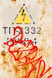 Σκουριασμένη προειδοποίηση ηλεκτροπληξίας μετάλλων Στοκ φωτογραφία με δικαίωμα ελεύθερης χρήσης