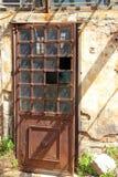 Σκουριασμένη πόρτα σιδήρου Στοκ εικόνες με δικαίωμα ελεύθερης χρήσης