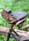Σκουριασμένη σέλα ποδηλάτων, που καταστρέφεται εντελώς Στοκ φωτογραφίες με δικαίωμα ελεύθερης χρήσης