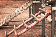 Σκουριασμένη σκάλα νοσταλγίας παιδικής ηλικίας Στοκ Φωτογραφίες