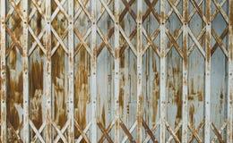 Σκουριασμένη συρόμενη πόρτα Στοκ φωτογραφία με δικαίωμα ελεύθερης χρήσης