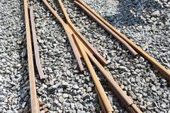 Σκουριασμένοι σιδηρόδρομοι στην πέτρα Στοκ εικόνα με δικαίωμα ελεύθερης χρήσης