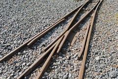 Σκουριασμένοι σιδηρόδρομοι στην πέτρα Στοκ Φωτογραφία