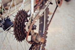 Σκουριασμένος οπίσθιος αλυσσοτροχός του ποδηλάτου Στοκ Φωτογραφίες