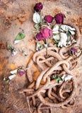 σκουριασμένος τριαντάφυλλων αλυσίδων που μαραίνεται στοκ εικόνες