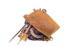 Σκουριασμένο απόρριμα μετάλλων σιδήρου που απομονώνεται στο άσπρο υπόβαθρο Στοκ φωτογραφίες με δικαίωμα ελεύθερης χρήσης