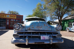 Σκουριασμένο αυτοκίνητο Chevrolet σε Seligman, Αριζόνα Στοκ Φωτογραφία