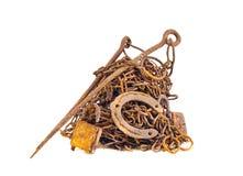 Σκουριασμένο και ηλικίας απόρριμα σιδήρου μετάλλων που απομονώνεται Στοκ εικόνα με δικαίωμα ελεύθερης χρήσης