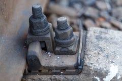 Σκουριασμένο καρύδι μπουλονιών σιδηροδρόμων ραγών Στοκ Φωτογραφία