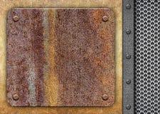 Σκουριασμένο κομμάτι του σιδήρου, στο πλέγμα μετάλλων υποβάθρου Στοκ φωτογραφία με δικαίωμα ελεύθερης χρήσης