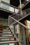Σκουριασμένο κλιμακοστάσιο στο εγκαταλειμμένο εργοστάσιο Στοκ Εικόνα
