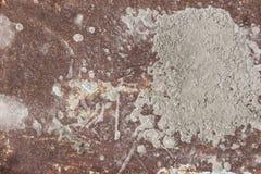 Σκουριασμένο μέταλλο με τη γη στοκ φωτογραφία με δικαίωμα ελεύθερης χρήσης