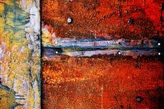 Σκουριασμένο μέταλλο με το παλαιό ραγισμένο χρώμα Στοκ εικόνα με δικαίωμα ελεύθερης χρήσης