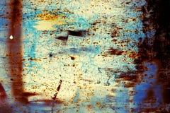 Σκουριασμένο μέταλλο με το παλαιό ραγισμένο χρώμα Στοκ Φωτογραφίες