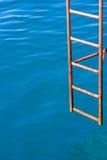 Σκουριασμένο σκαλοπάτι για τον αέρα στο νερό SE Στοκ εικόνες με δικαίωμα ελεύθερης χρήσης