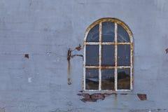 Σκουριασμένο σχηματισμένο αψίδα παράθυρο Στοκ Εικόνα