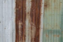 ΣΚΟΥΡΙΑΣΜΕΝΟ ΥΠΟΒΑΘΡΟ ΣΥΣΤΑΣΗΣ ΤΟΙΧΩΝ ΜΕΤΑΛΛΩΝ ΨΕΥΔΑΡΓΥΡΟΥ Στοκ εικόνα με δικαίωμα ελεύθερης χρήσης