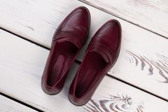 Σκούρο κόκκινο παπούτσια δέρματος Στοκ φωτογραφία με δικαίωμα ελεύθερης χρήσης