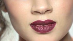 Σκούρο κόκκινο χείλια φιλμ μικρού μήκους